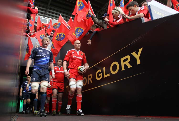 Leo Cullen and Paul O'Connell lead the teams out28/5/2011